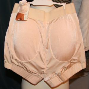 Panty-broekje met schuimrubberen vullingen op de heupen en het zitvlak, ca. 2000