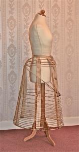 Crinoline met tournure-accent, ontwerp gepatenteerd in 1871