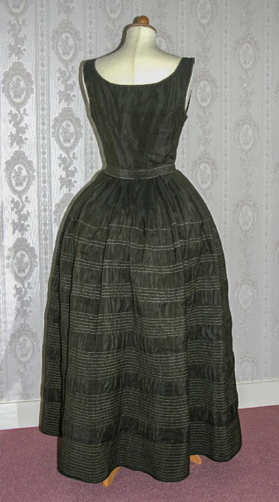 Wollen onderrok, machinaal doorgestikt, ca. 1855-1860