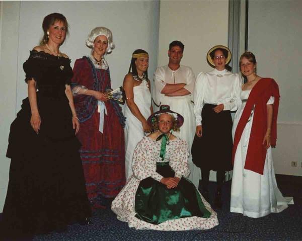 Modeshow met replica's, ca. 2003