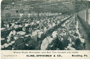 Een van de naaikamers in de fabriek van de Royal Worcester Corset Co., ca. 1905.